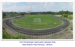 Foto-Pemasangan-Aspal-pada-Lapangan-Bola-bireuen murticahaya