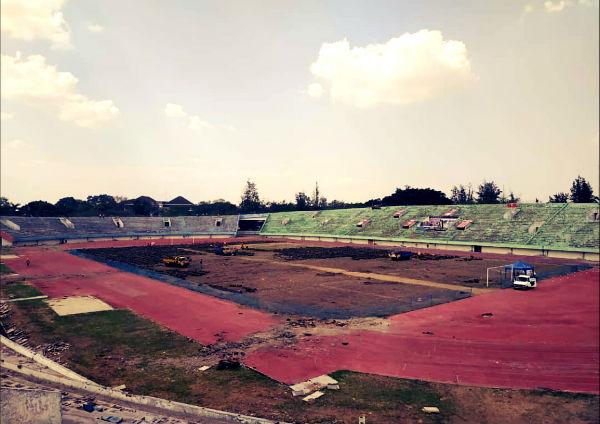 manahan rumput lapangan track